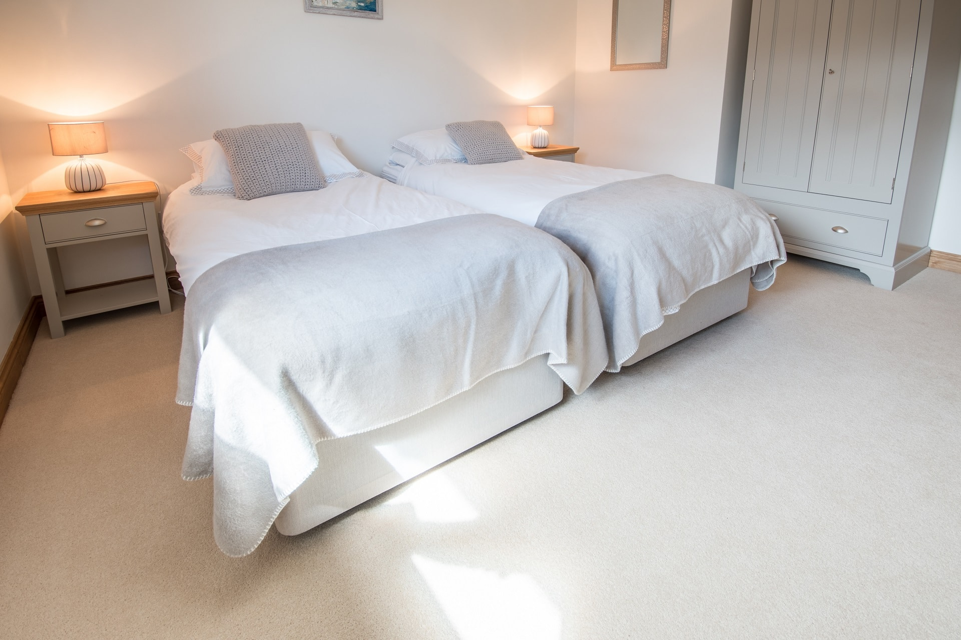 pet friendly sea view swanage twin bedroom