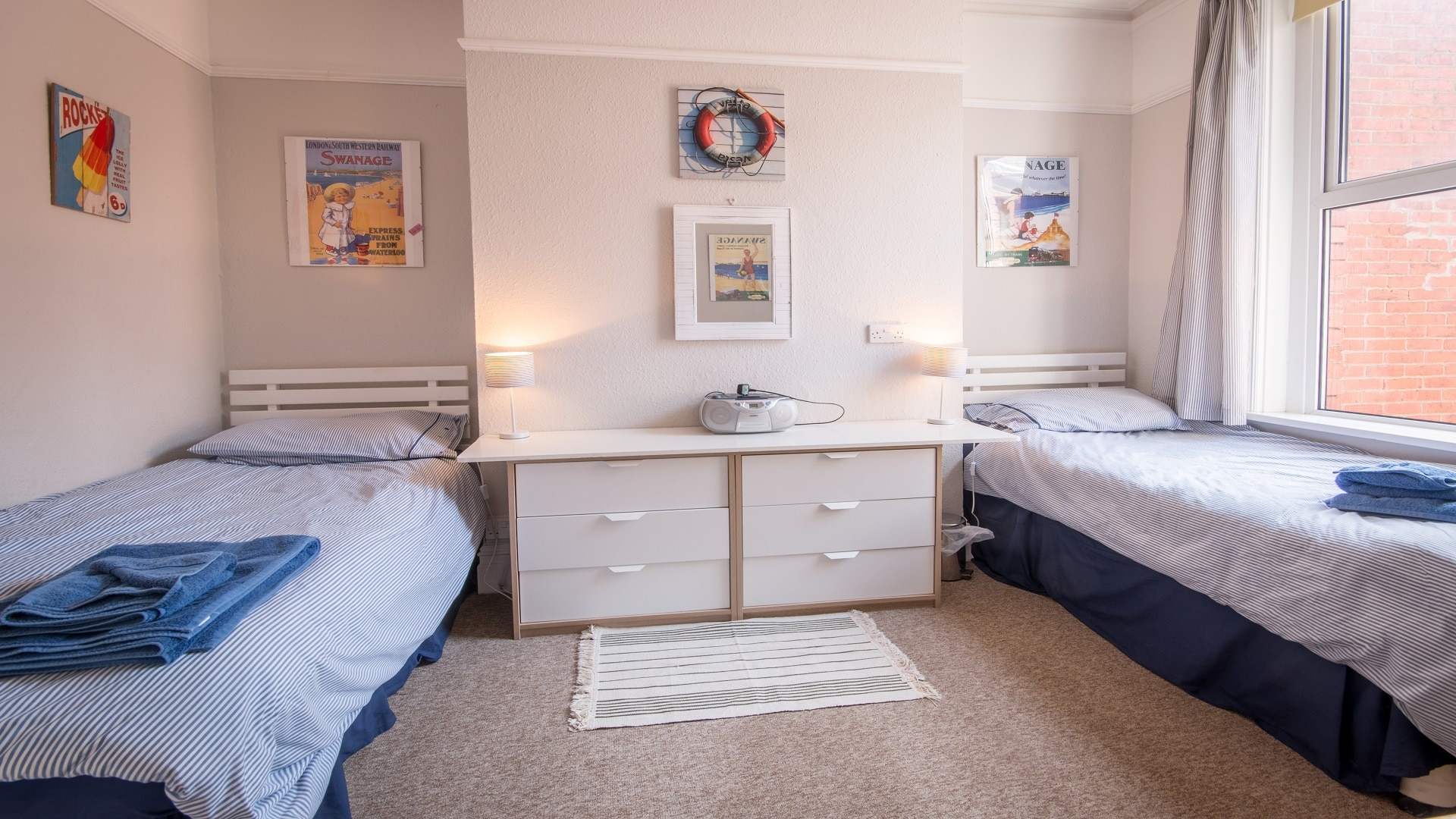 seaside apartment in Swanage twin bedroom