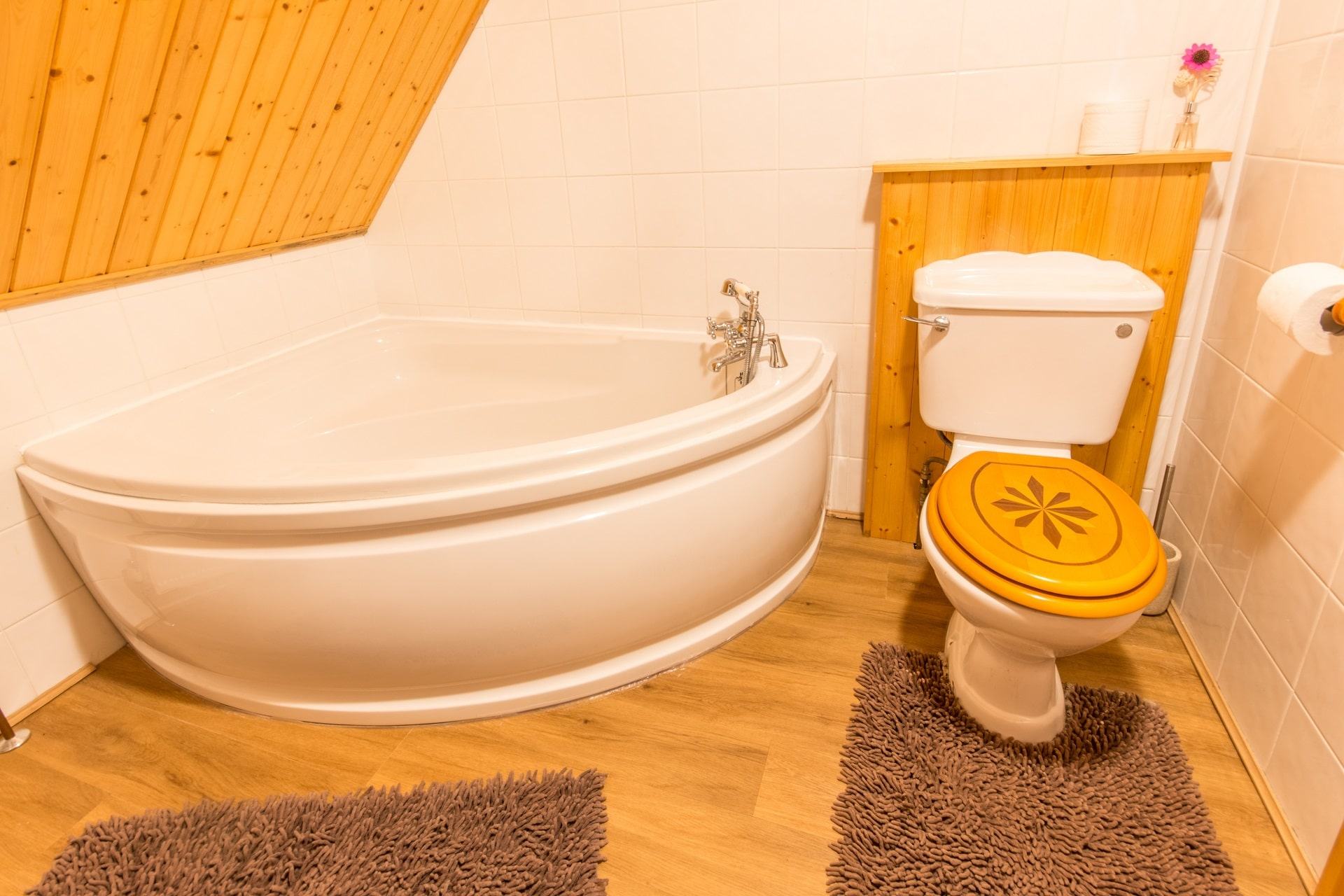 Accommodation for large groups in Swanage bathroom
