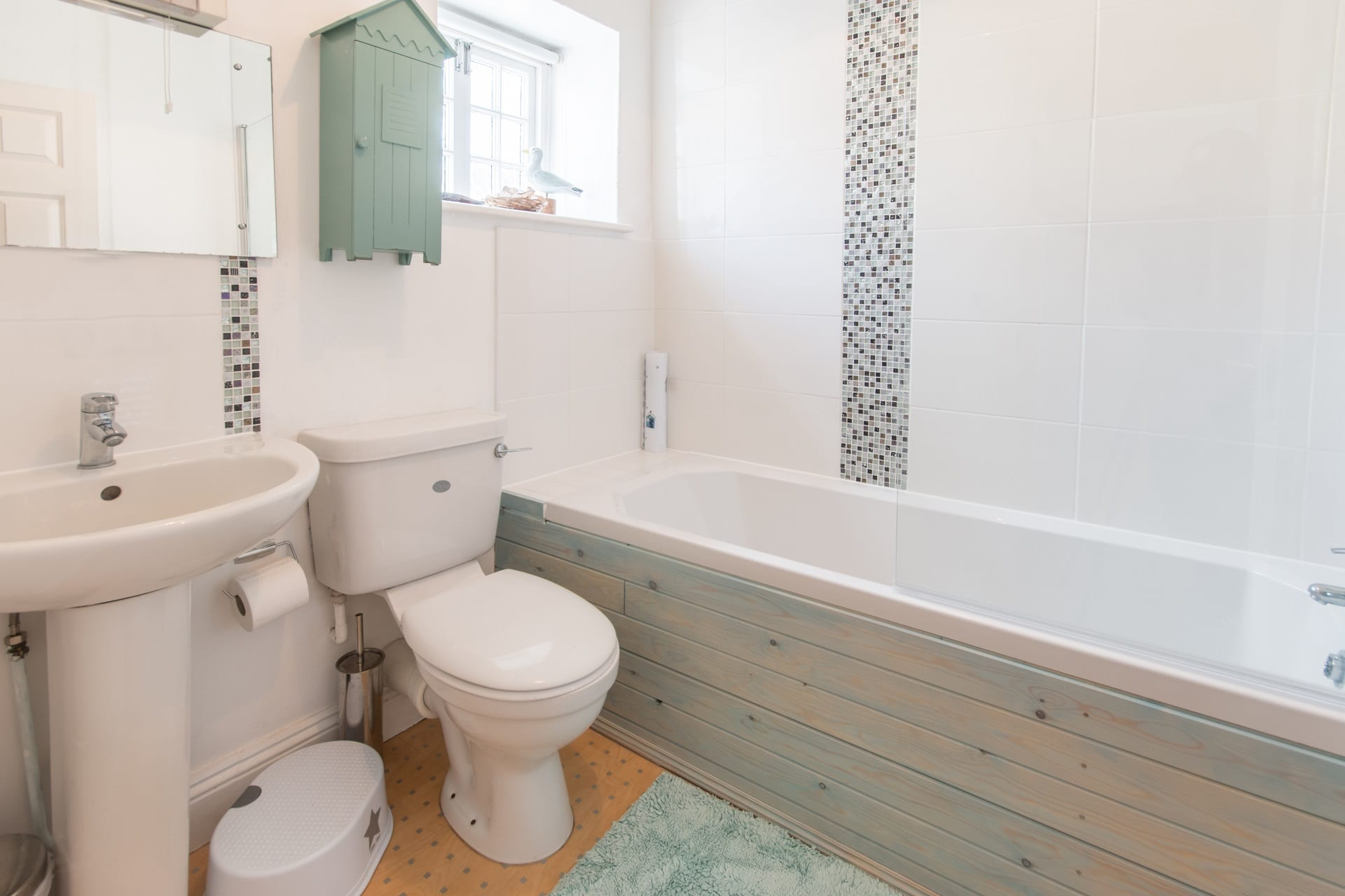 cottage holiday in swanage bathroom