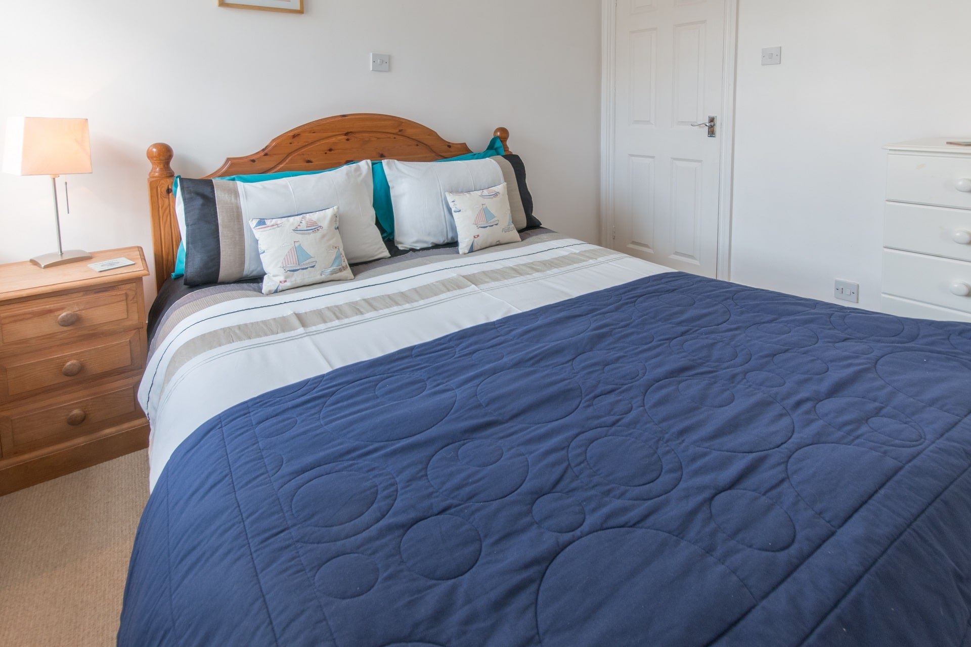 cottage holiday in swanage master bedroom