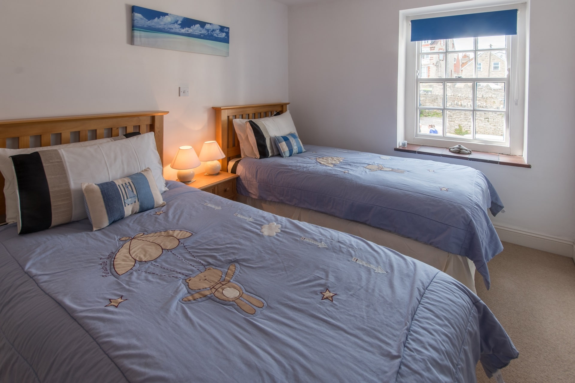 cottage holiday in swanage twin bedroom 2