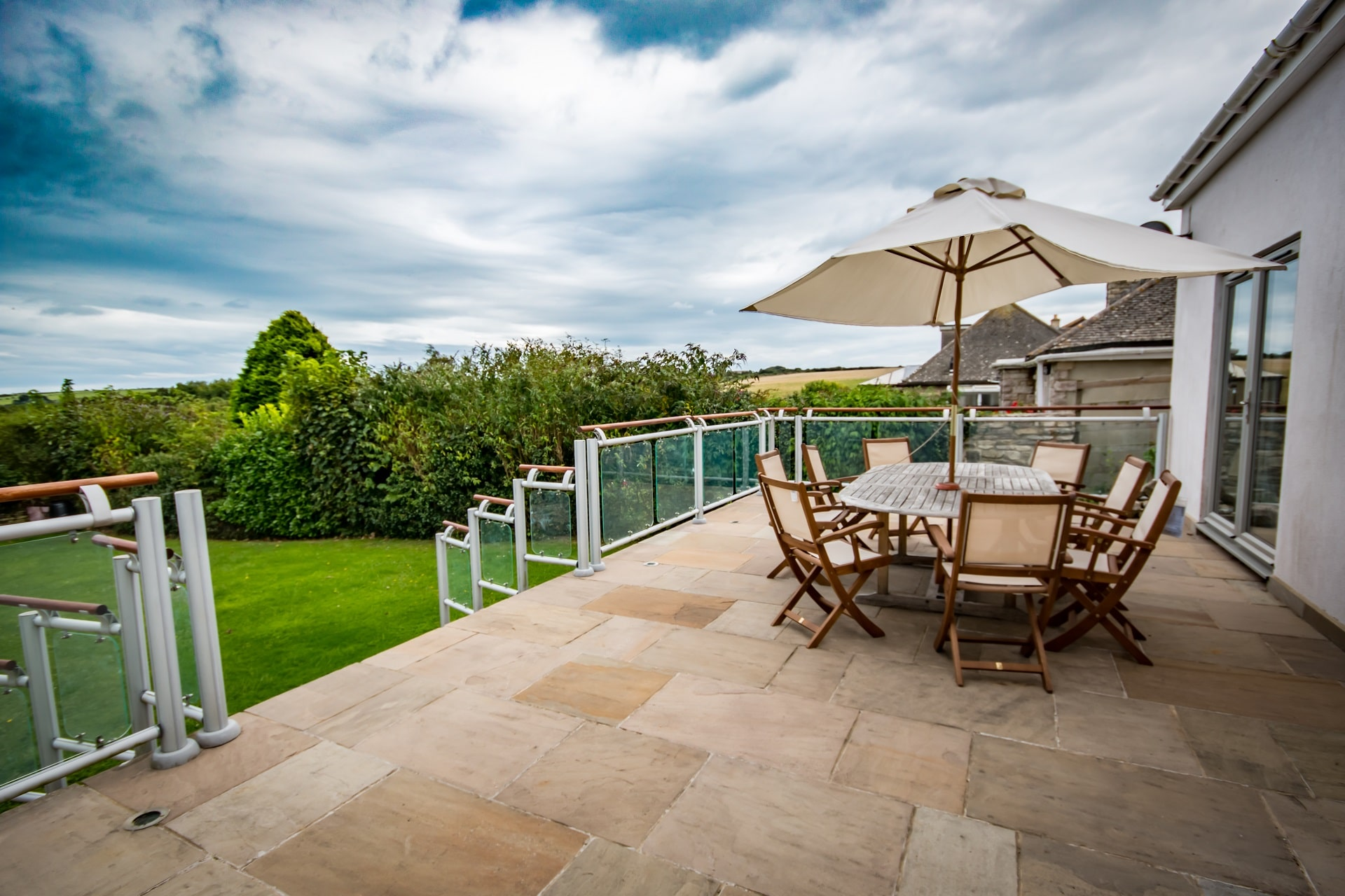 luxury dorset holiday cottage patio