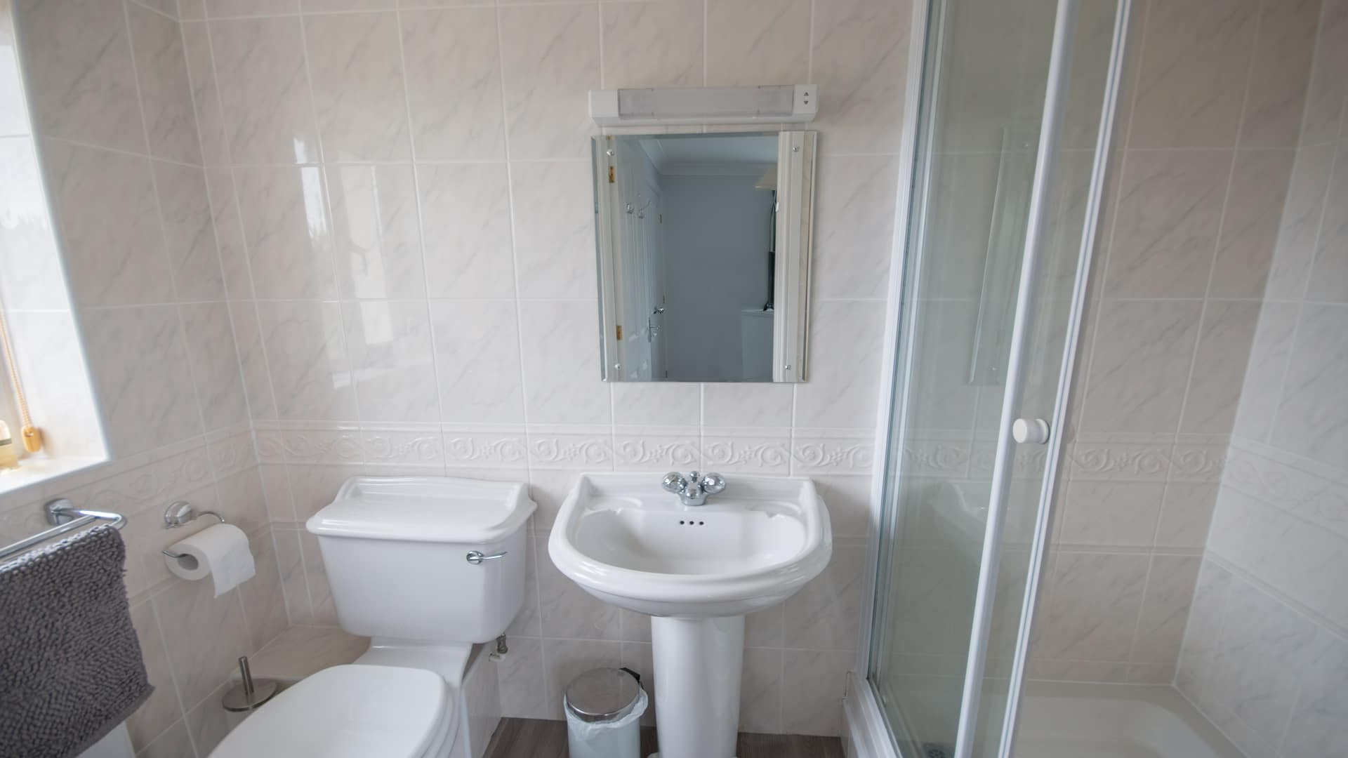 self catering holiday cottage in langton matravers dorset bathroom 1
