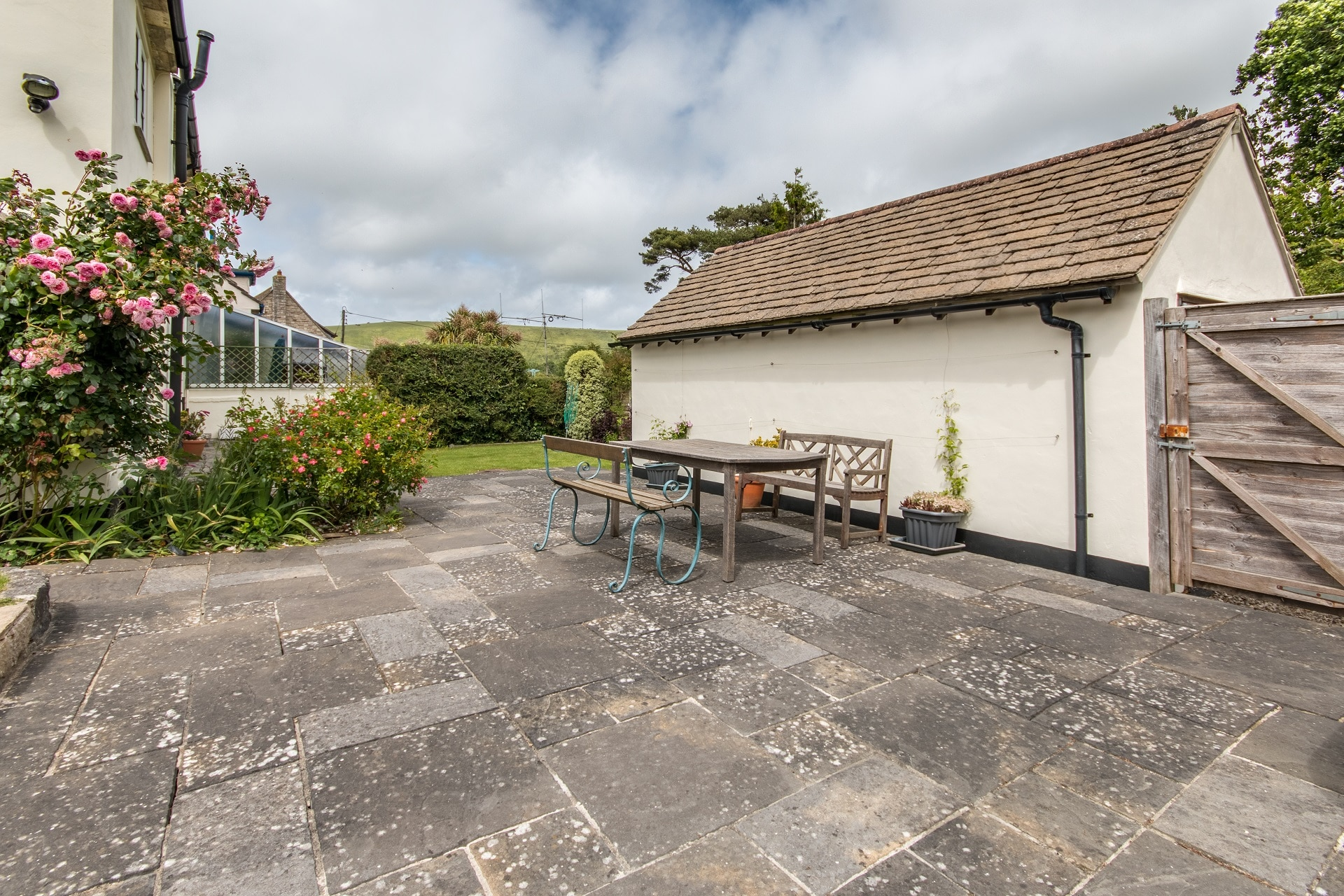 family_holiday home in corfe castle garden patio 2