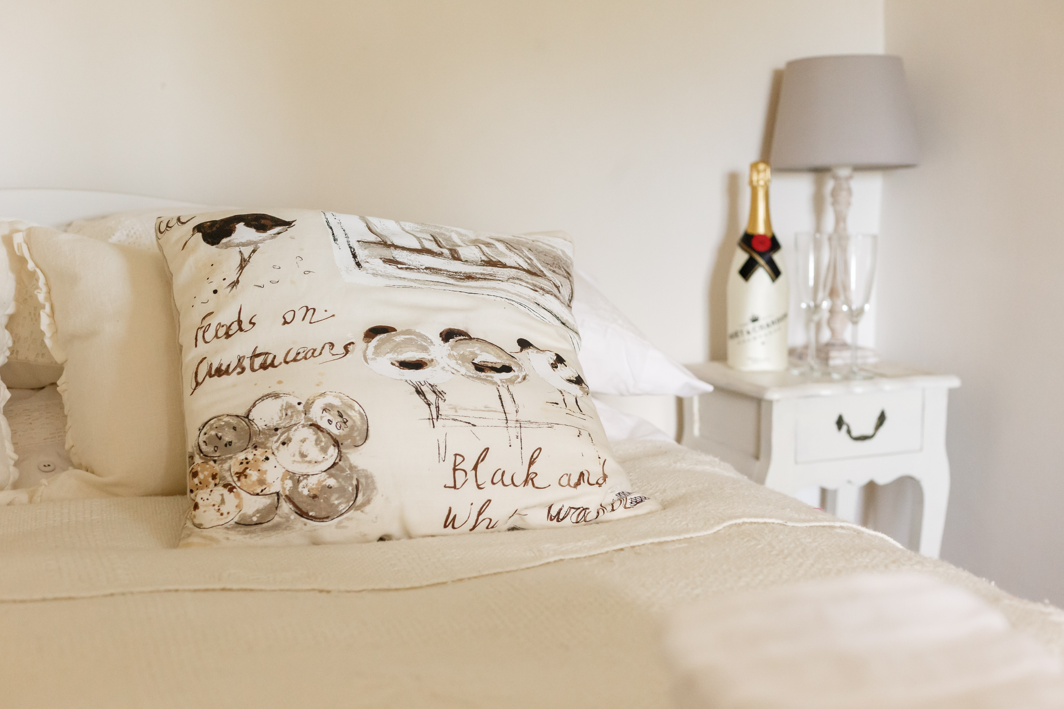 luxury purbeck accommodation bedside 2