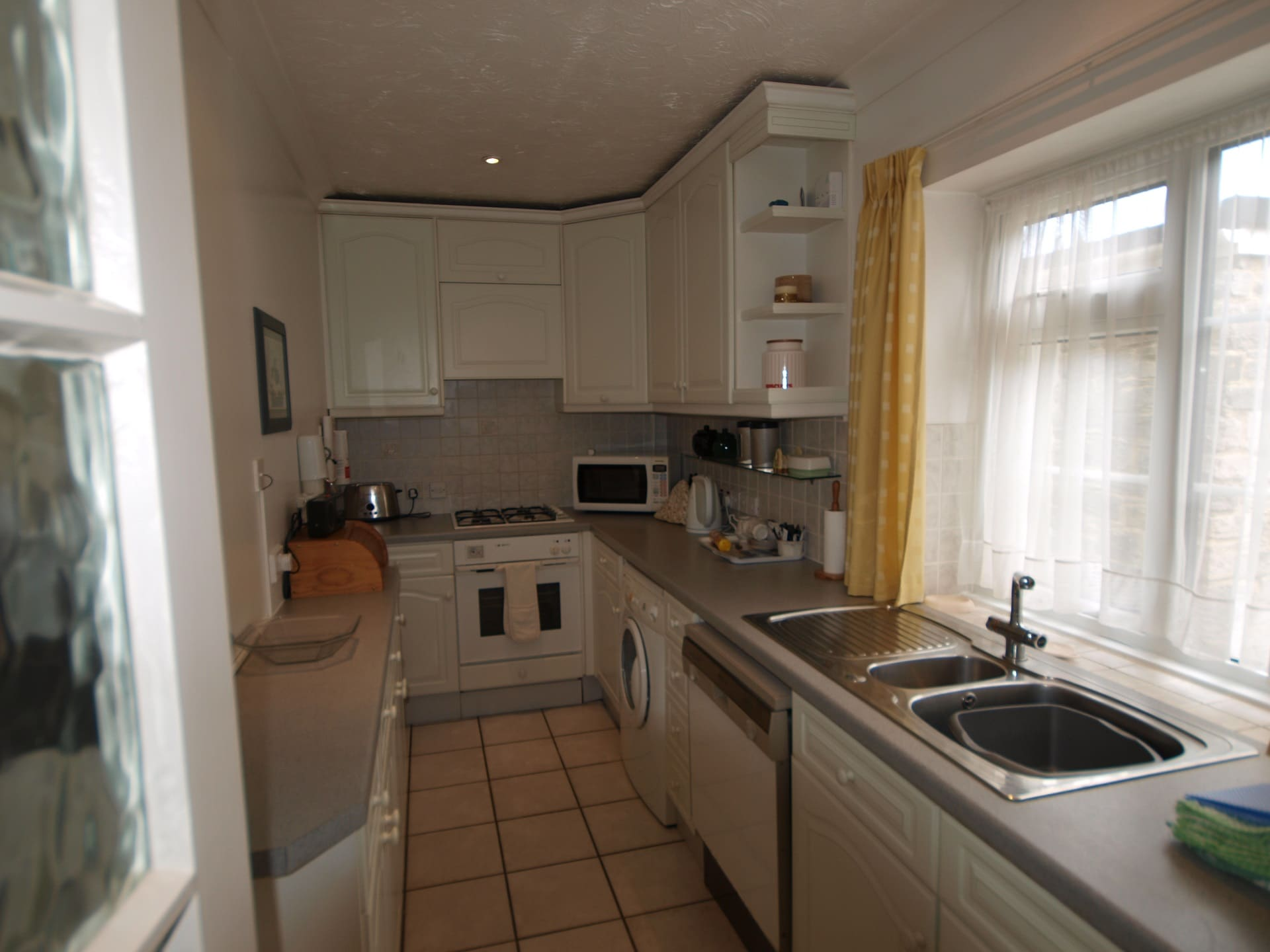 tanglewood holiday bungalow in swanage kitchen
