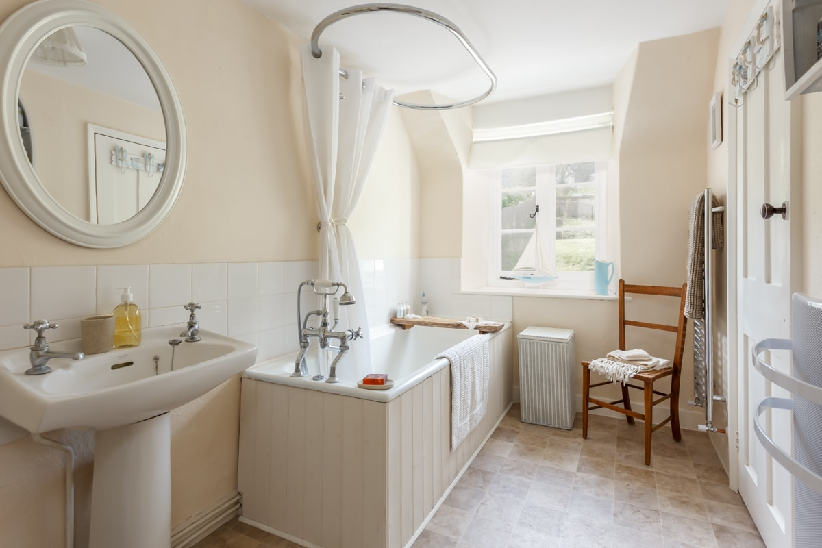 luxury purbeck accommodation bathroom