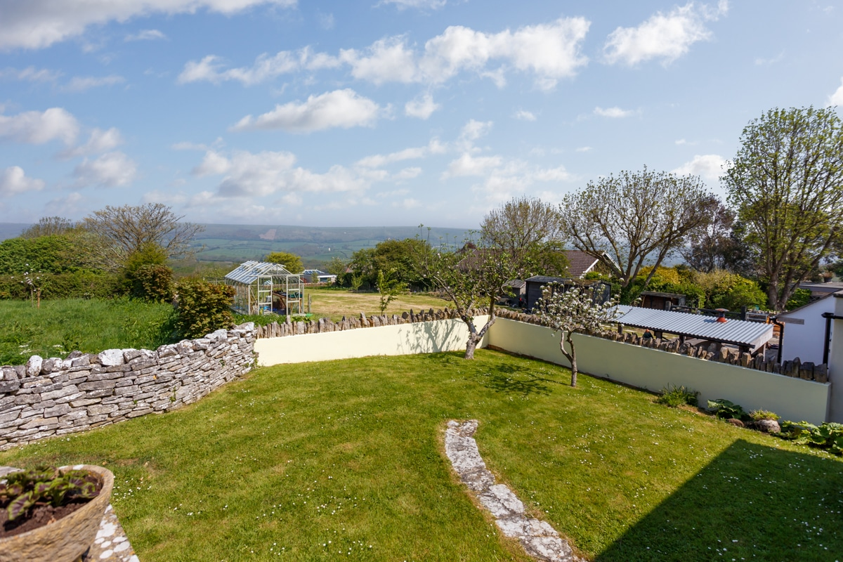 holiday home with sea views garden