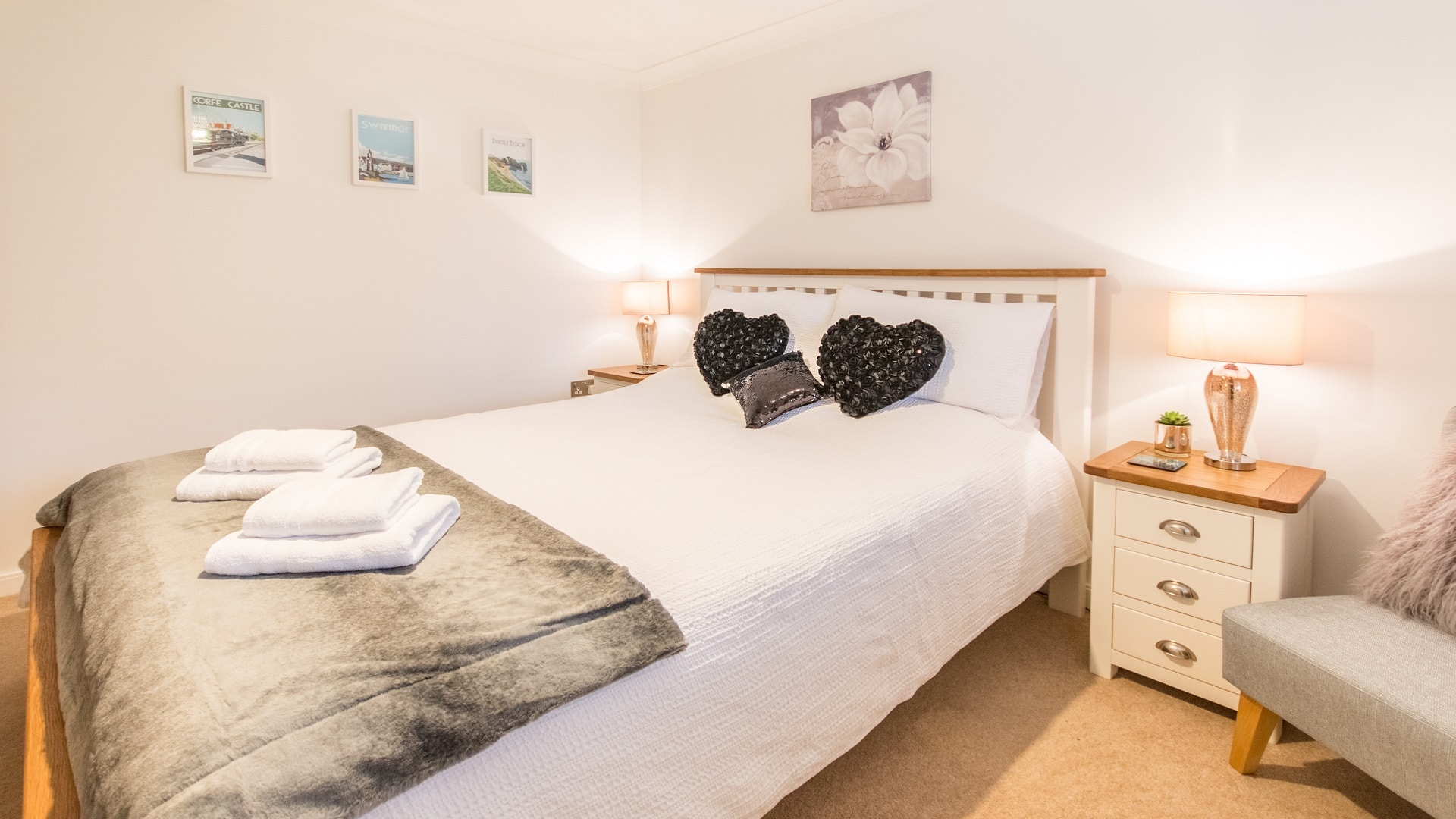swanage beach holiday apartment double bed