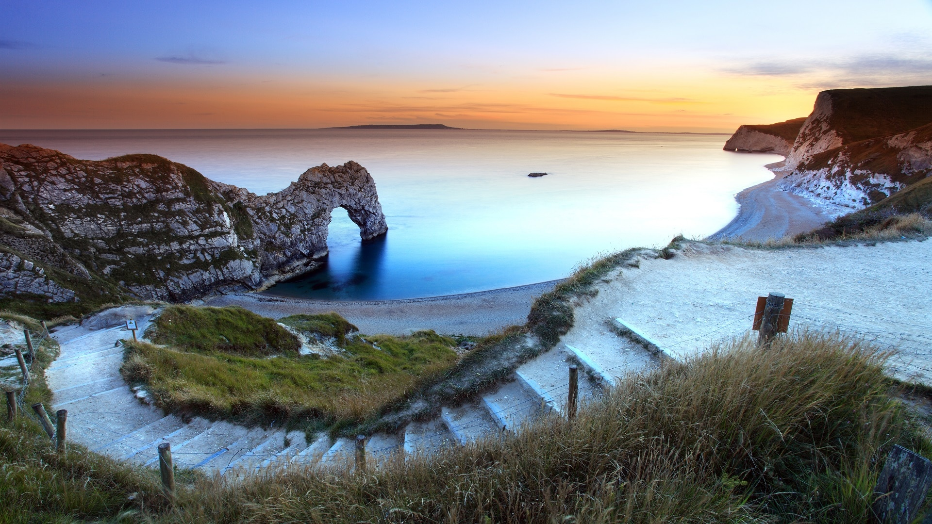 holiday country retreat in dorset sunset at durdle door