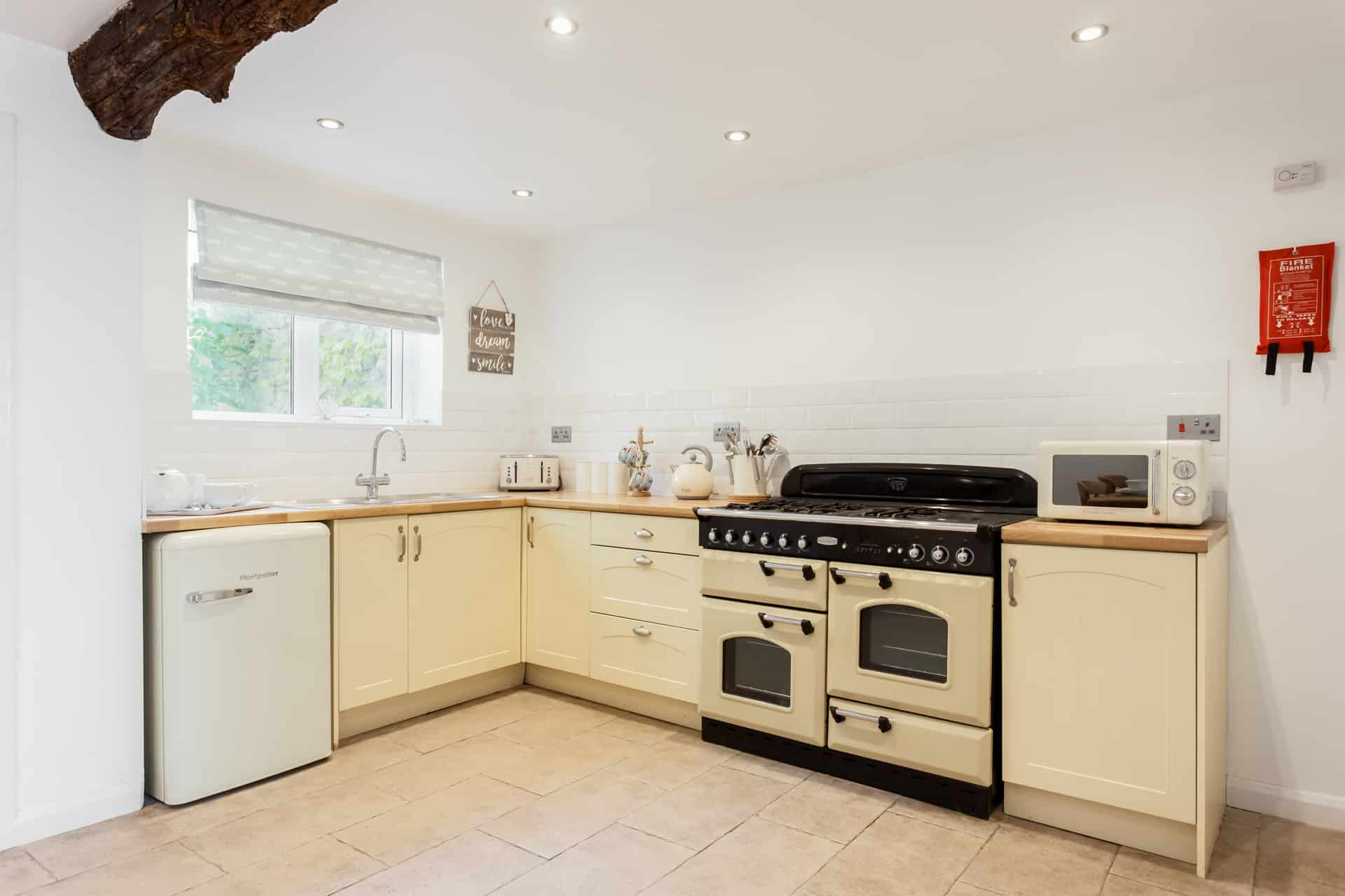 Weymouth holiday home family friendly kitchen