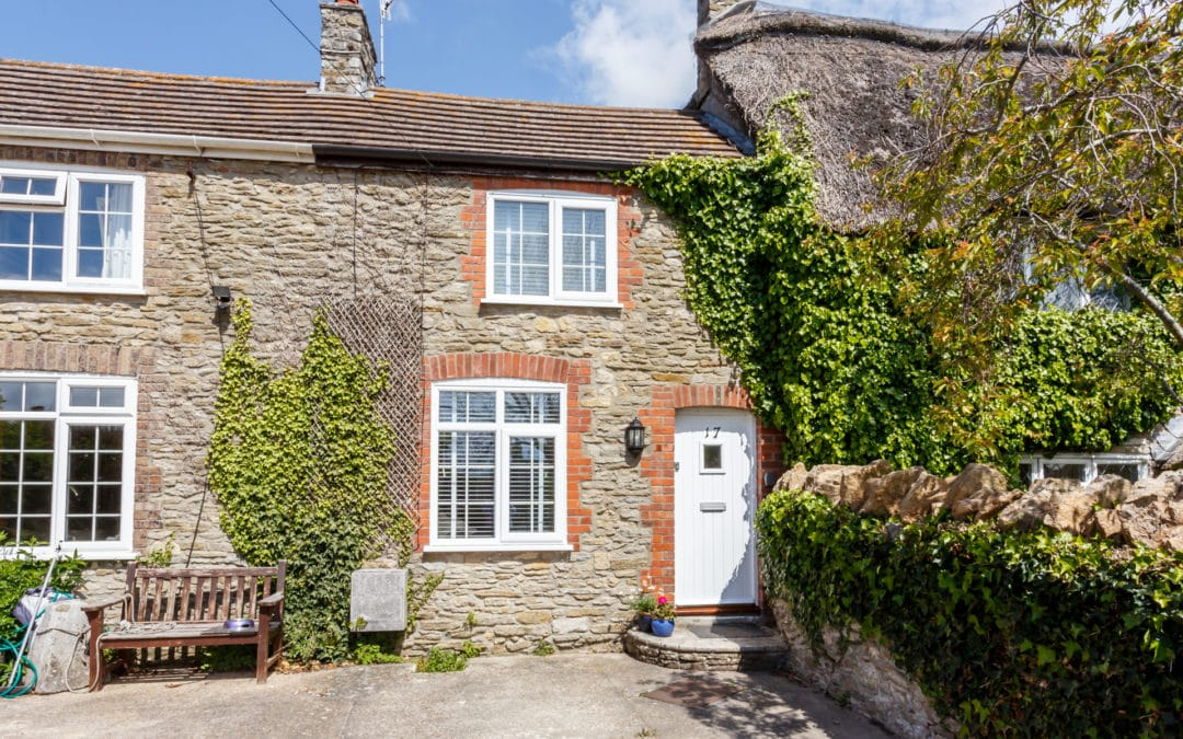 Bluebell Cottage, Weymouth.  Sleeps 6 & Baby